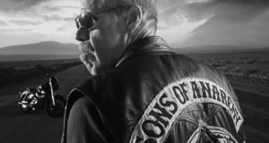 Sons Of Anarchy's Ron Perlman Proves Body Image Concerns Men Too