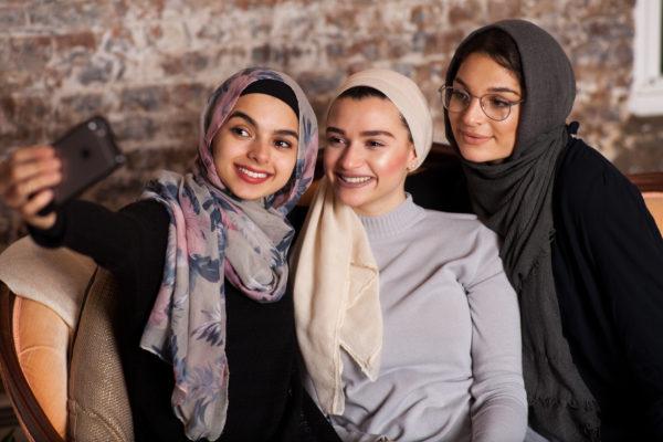 Muslim-Girls-getty-images - GirlTalkHQ