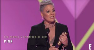 Singer P!nk at the E! People's Choice Awards | Youtube screen grab