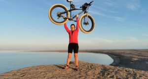 Pioneer Cyclist Becomes The First Person To Ride Along Namibia's Tough Skeleton Coast