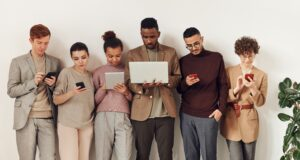 Popular Mobile Apps To Keep You Occupied On Your Lunch Break
